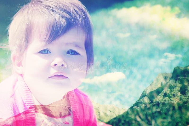 Skaliste góry i dziecko zdjęcie royalty free