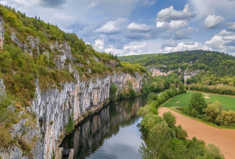 Skalisty brzeg udział rzeka, Francja obraz royalty free