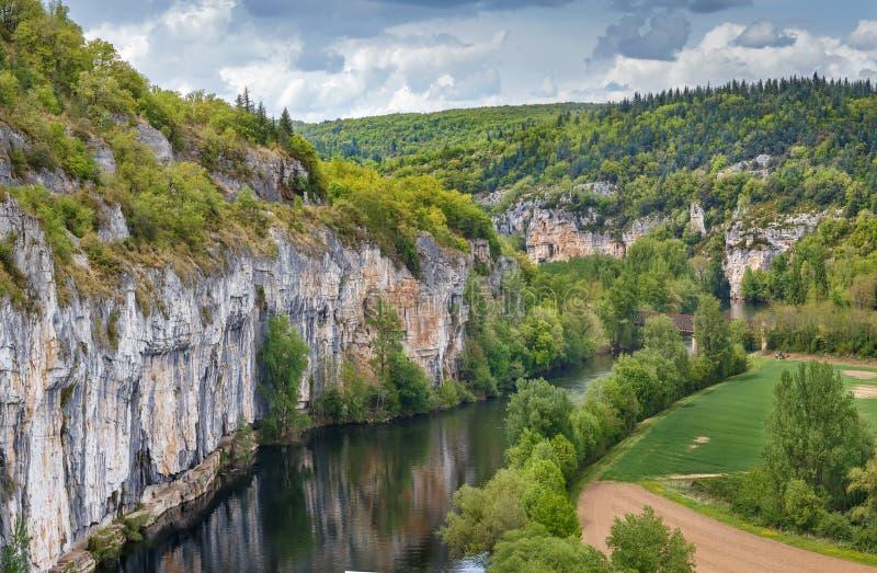 Skalisty brzeg udział rzeka, Francja fotografia royalty free