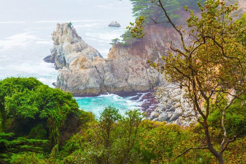 Skalisty brzeg w Dużym Sura stanu parku fotografia royalty free
