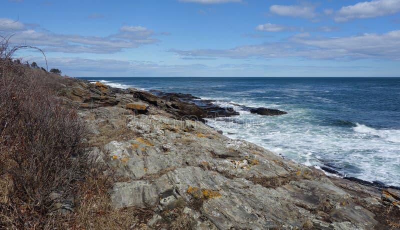 Skalisty Brzegowy mamut kołysa ocean geologicznego z niebem fotografia royalty free