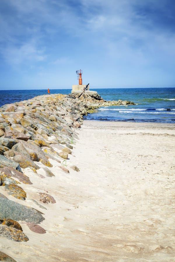 Skalisty jetty morzem obraz royalty free