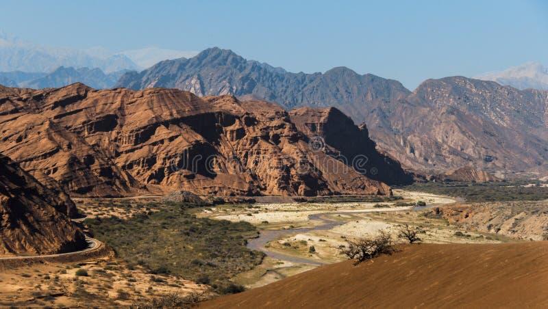 Skalisty krajobraz w pustyni w południowych zachodach Argentyna obrazy stock