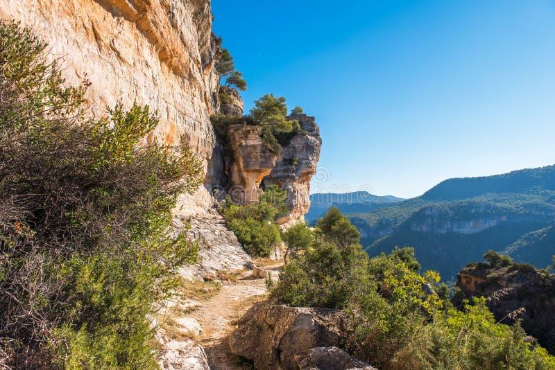 Skalisty krajobraz w Siurana De Prades, Tarragona, Catalunya, Hiszpania Odbitkowa przestrzeń dla teksta obrazy stock