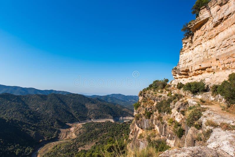 Skalisty krajobraz w Siurana De Prades, Tarragona, Catalunya, Hiszpania Odbitkowa przestrzeń dla teksta zdjęcia royalty free