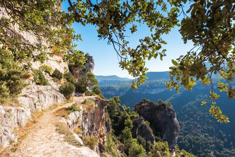 Skalisty krajobraz w Siurana De Prades, Tarragona, Catalunya, Hiszpania Odbitkowa przestrzeń dla teksta zdjęcie stock
