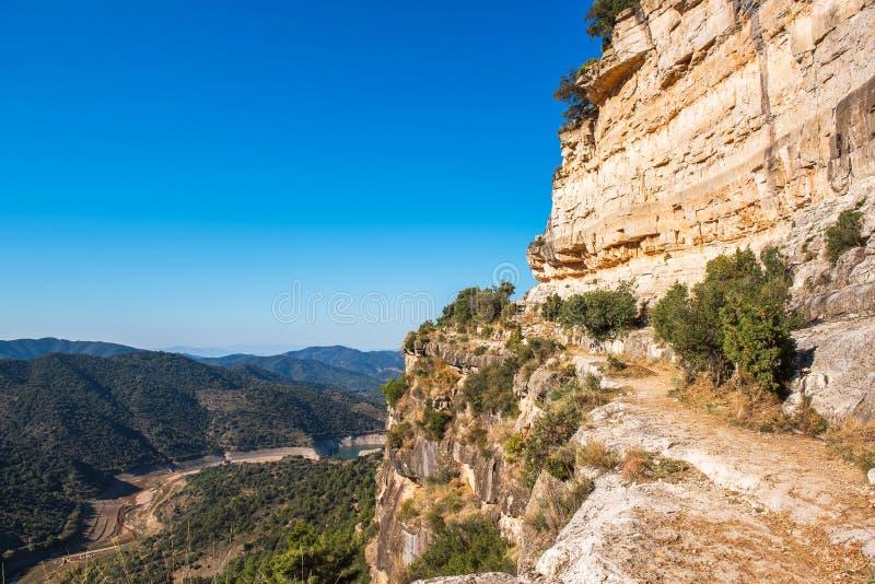 Skalisty krajobraz w Siurana De Prades, Tarragona, Catalunya, Hiszpania Odbitkowa przestrzeń dla teksta zdjęcie royalty free