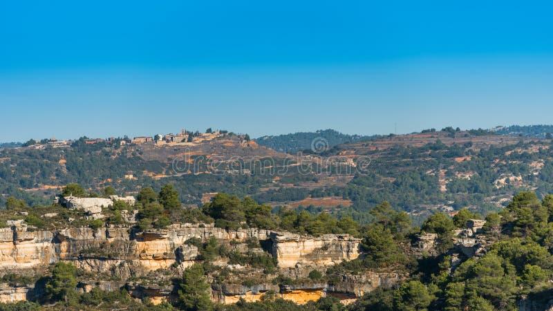 Skalisty krajobraz w Siurana De Prades, Tarragona, Hiszpania Odbitkowa przestrzeń dla teksta zdjęcie stock
