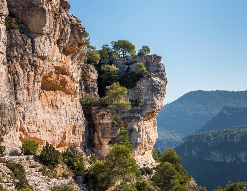 Skalisty krajobraz w Siurana De Prades, Tarragona, Hiszpania Odbitkowa przestrzeń dla teksta zdjęcie royalty free