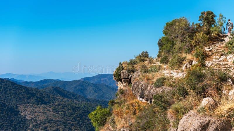Skalisty krajobraz w Siurana De Prades, Tarragona, Hiszpania Odbitkowa przestrzeń dla teksta fotografia stock