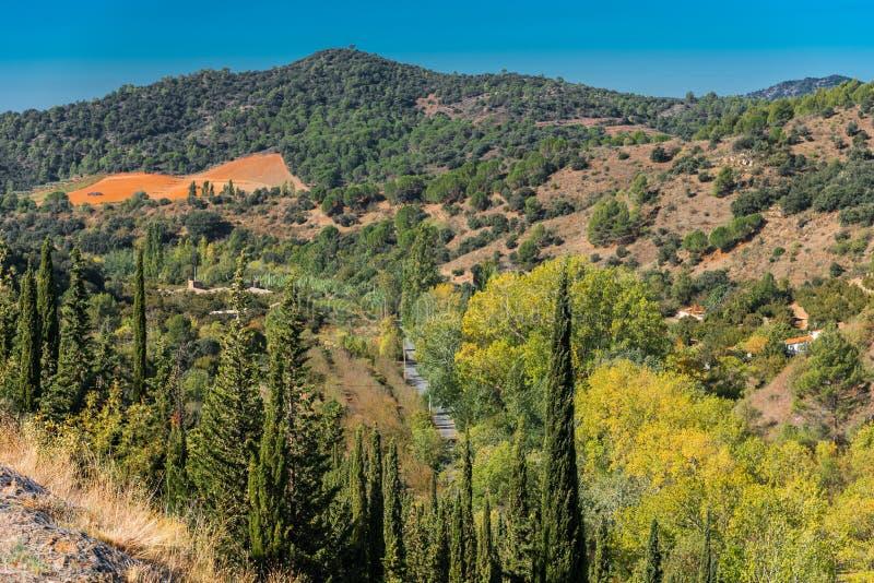 Skalisty krajobraz w Siurana De Prades, Tarragona, Hiszpania Odbitkowa przestrzeń dla teksta zdjęcia stock