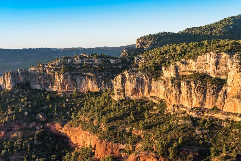 Skalisty krajobraz wokoło Siurana De Prades, Tarragona, Hiszpania Odbitkowa przestrzeń dla teksta obraz royalty free