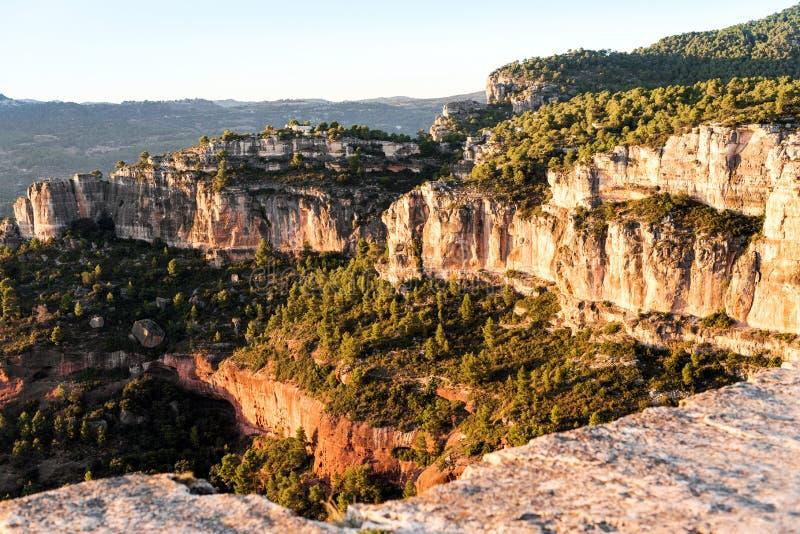 Skalisty krajobraz wokoło Siurana De Prades, Tarragona, Hiszpania Odbitkowa przestrzeń dla teksta obraz stock