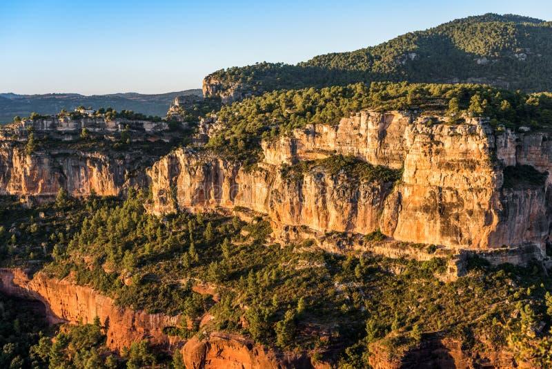 Skalisty krajobraz wokoło Siurana De Prades, Tarragona, Hiszpania Odbitkowa przestrzeń dla teksta fotografia royalty free