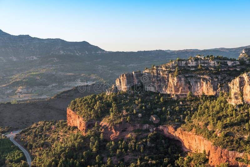 Skalisty krajobraz wokoło Siurana De Prades, Tarragona, Hiszpania Odbitkowa przestrzeń dla teksta zdjęcia stock