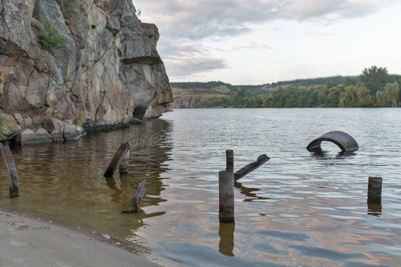 Skalisty piaska brzeg Zaporoska rzeka na Khortytsia wyspie, Ukraina obrazy royalty free