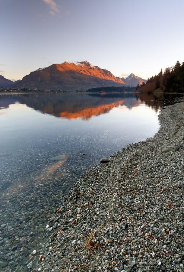 skalisty Queenstown jeziorny nowy wakatipu Zealand zdjęcie stock