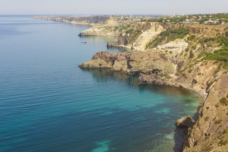 Skalisty stromy brzeg błękitnego czerni morze Zachodnia część Krymski półwysep zdjęcie royalty free