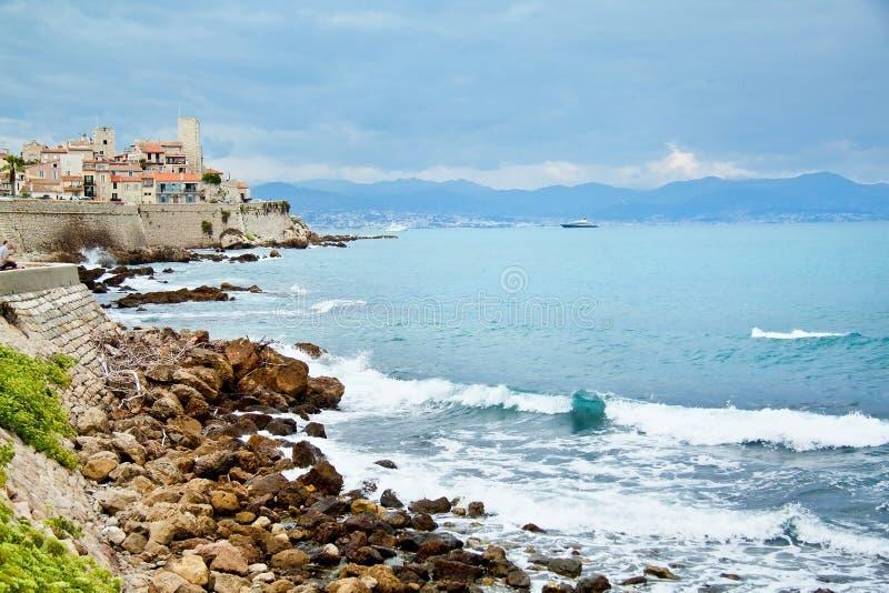 Skalisty wybrzeże Antibes, Francja Francuski Riviera Cote d'Azur fotografia royalty free