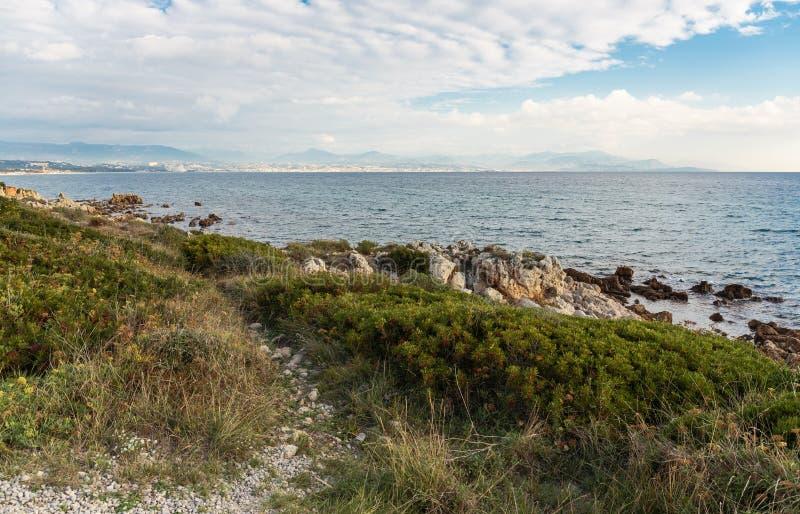 Skalisty wybrzeże Cote d'Azur fotografia royalty free