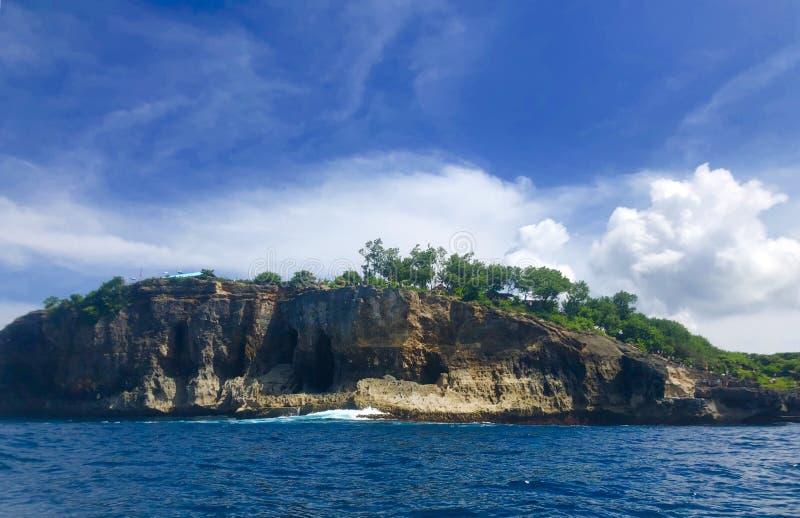 Skalisty wybrzeże mała wyspa zdjęcie stock
