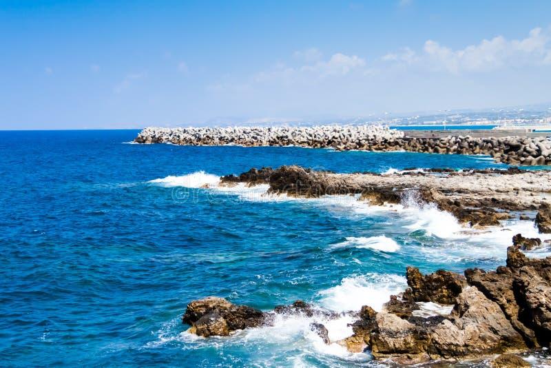 Skalisty wybrzeże morze śródziemnomorskie fotografia royalty free