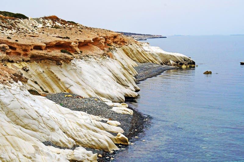 Skalisty wybrzeże w Cypr zdjęcia royalty free