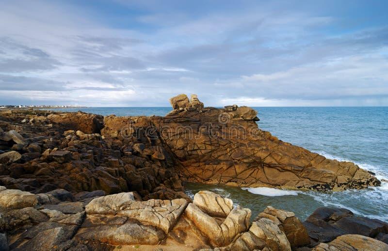 skalisty wybrzeże w Finistere zdjęcia royalty free