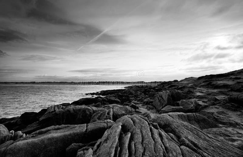 skalisty wybrzeże w Finistere zdjęcie royalty free