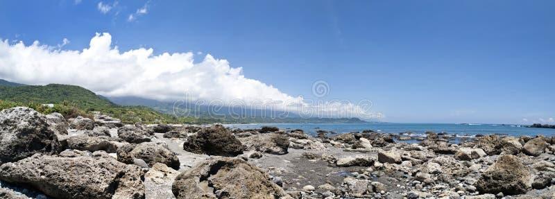Skalisty wybrzeże wzdłuż południowo wschodni Tajwan zdjęcia stock