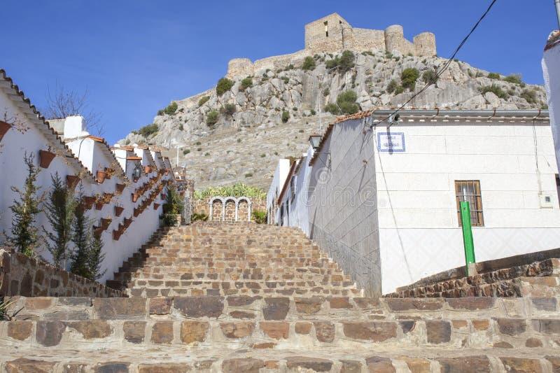 Skalisty wzgórze kasztel od Belmez miasteczka, cordoba, Hiszpania zdjęcia royalty free