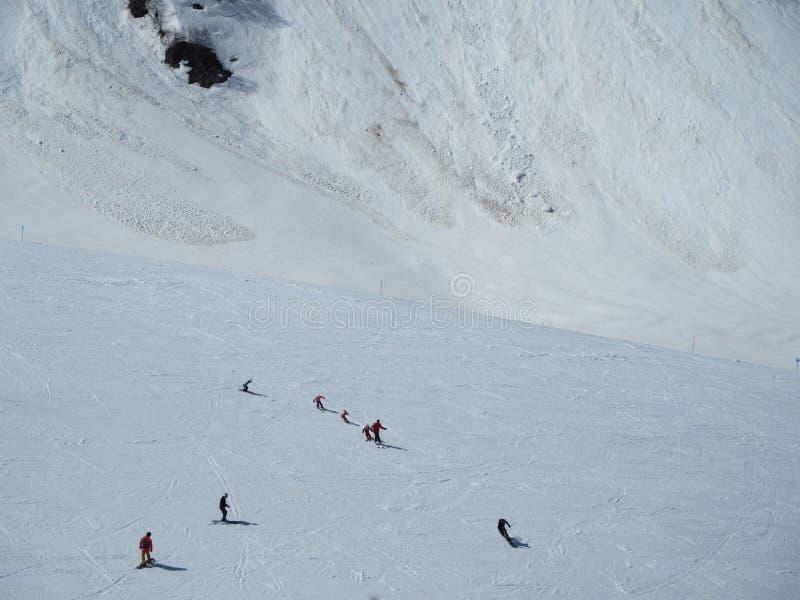 Skalistych g?r o?rodek narciarski Gorky Narciarki na górze Rosja Sochi 05 11 2019 zdjęcia stock