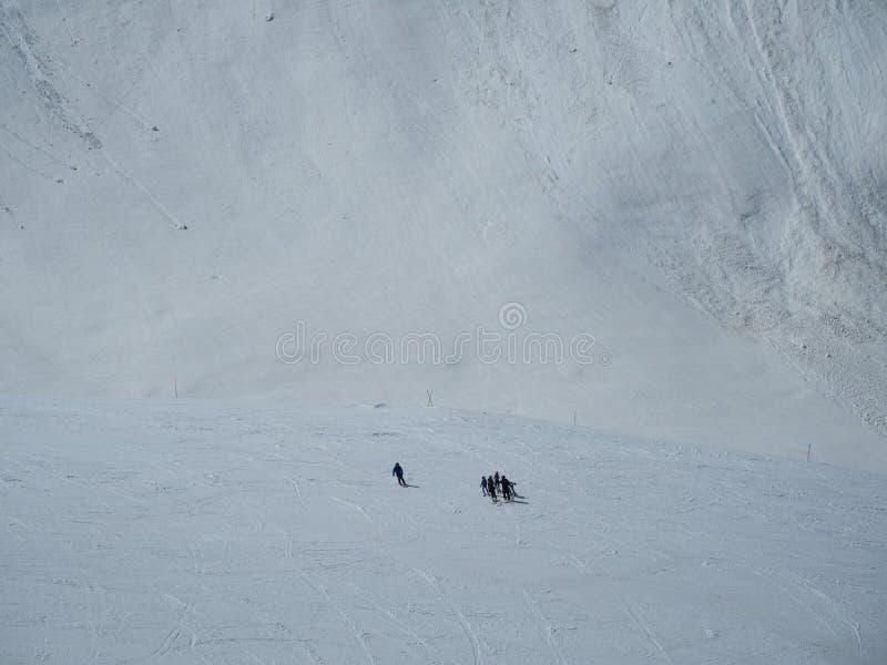 Skalistych g?r o?rodek narciarski Gorky Narciarki na górze Rosja Sochi 05 11 2019 zdjęcie royalty free