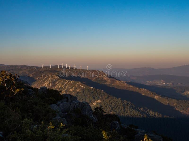 Skall turbiner på berget royaltyfria bilder