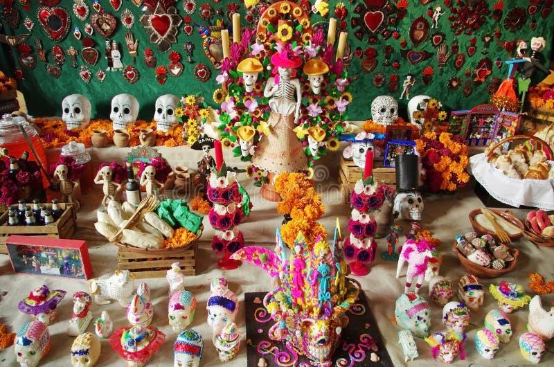 Skallar för Dia de Muertos tabellsocker royaltyfri bild