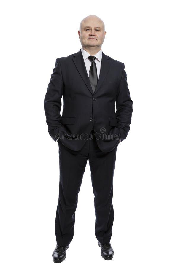 Skallig medelålders man i en oavkortad tillväxt för dräkt vertikalt bakgrund isolerad white royaltyfri foto