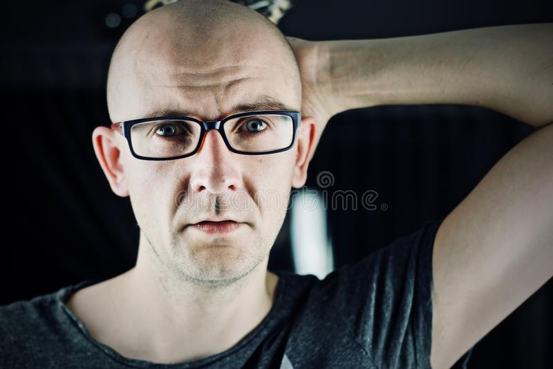 skalligt manbarn arkivfoton