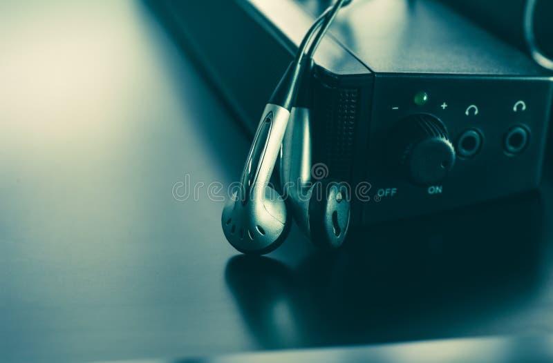 Skalm- och högtalarefoto för musikbakgrund och musikconcep royaltyfri foto