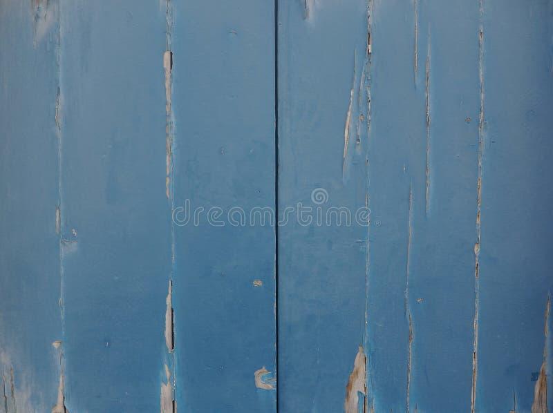 Skalning av blåa dörrar royaltyfria bilder