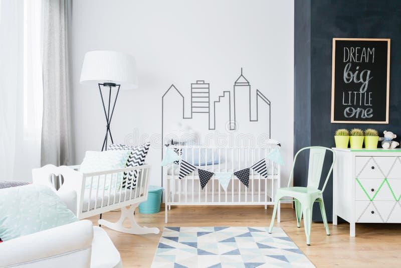 Skandinavische inspiraties die de babyruimte comfortabel en modieus maken stock afbeeldingen