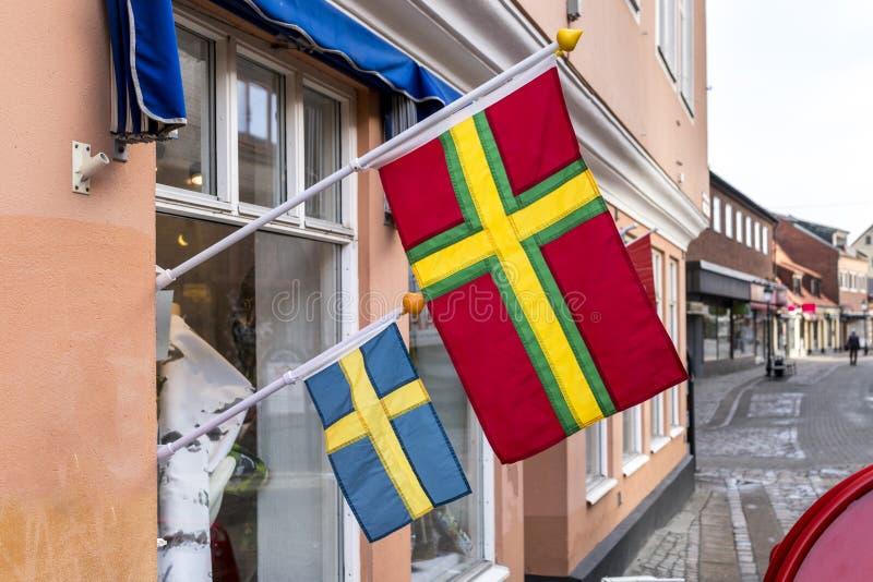Skane och svensk flagga från den svenska staden av Ystad royaltyfria foton
