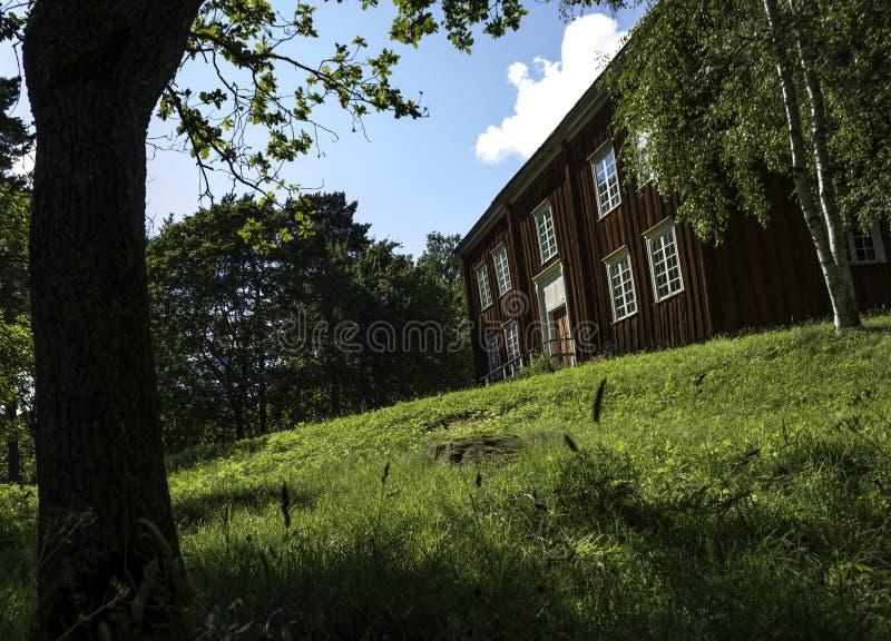 Skansen的美丽的老瑞典红色木议院 库存图片