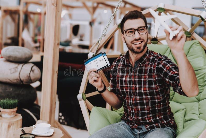 Skapa idéer Flygbiljetter Kaffe inspiration fotografering för bildbyråer