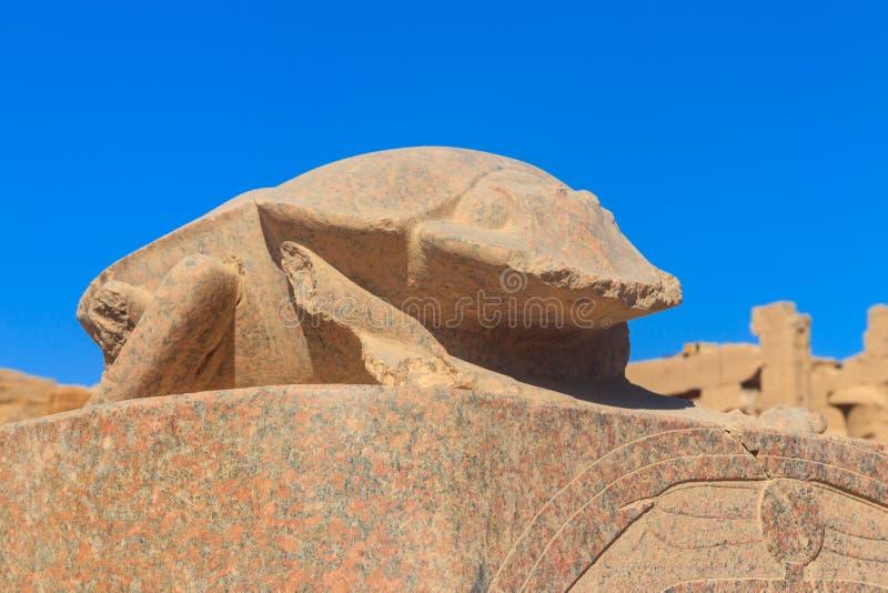 Skarabeuszu zabytek przy Karnak świątynią w Luxor, Egipt fotografia royalty free
