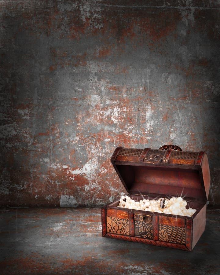 Download Skarb Klatka Piersiowa Z Biżuterią Inside Ilustracji - Ilustracja złożonej z pirat, pandora: 28961462