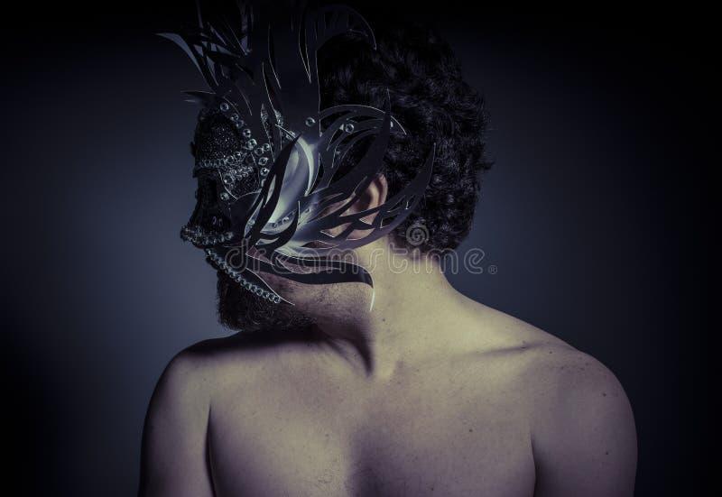 Skarb, klejnoty i srebro, Mężczyzna z maską cenni metale zdjęcia royalty free