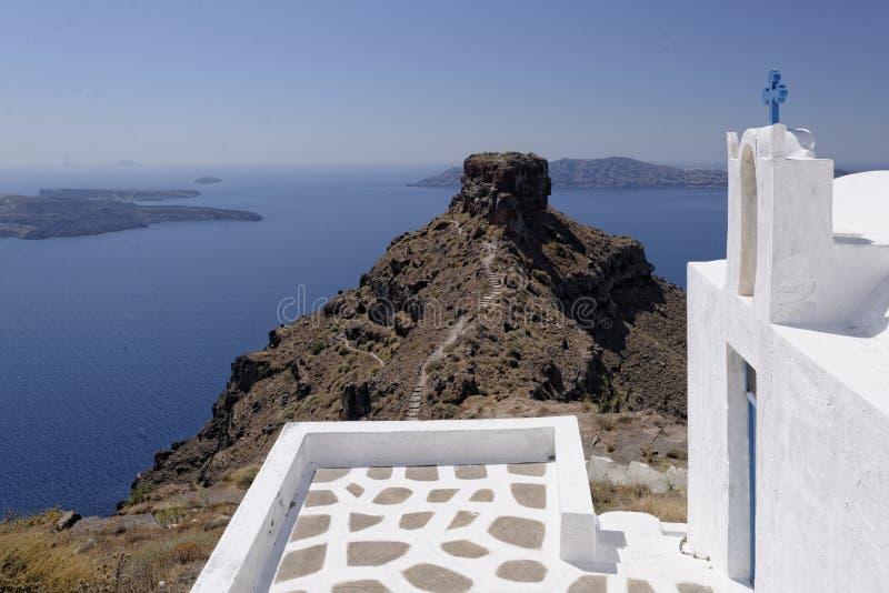 Skaros-Felsen und Agios Georgios-Kirche stockbilder