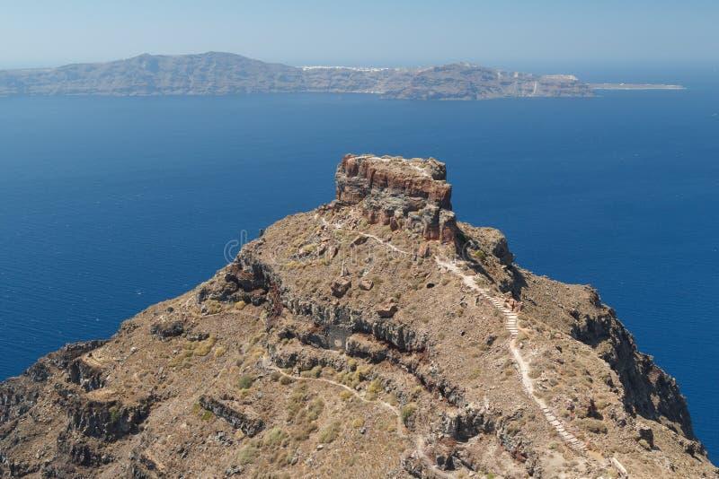 Skarosrots & x28; vroegere castle& x29; in Imerovigli-dorp, Santorini royalty-vrije stock foto's