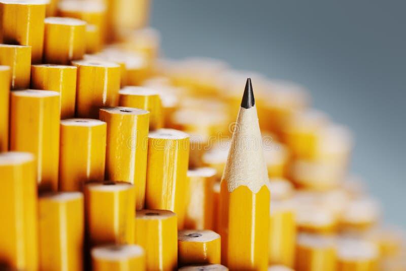 Skarp blyertspenna arkivfoto