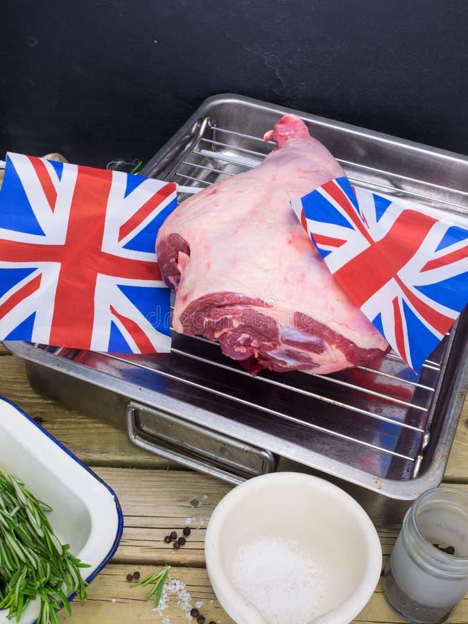 Skarv för steklamm med engelska flaggor arkivbilder